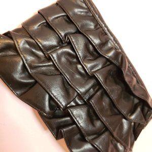 Black Ruffle Wristlet 🎉